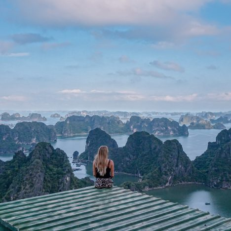Ha Long Bay cruise on a low budget